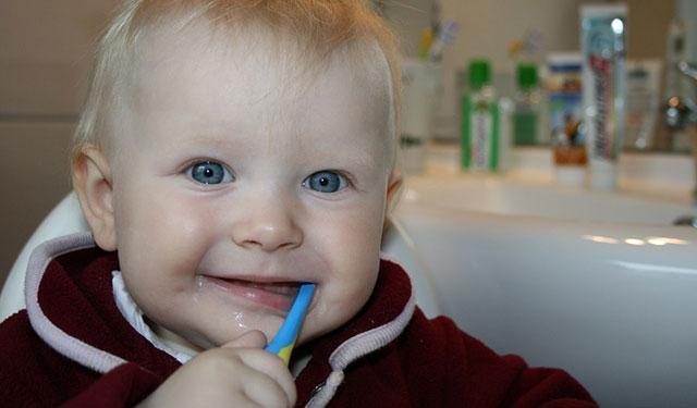 早晚都按时刷牙,为啥还是有蛀牙?-春雨医生