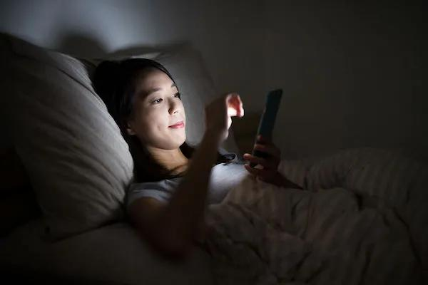 熬夜刷手机开夜间模式?就好比大吃大喝配无糖可乐 美容 第6张